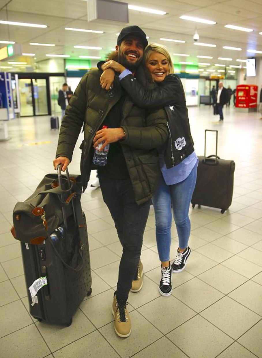 dan edgar and chloe sims airport