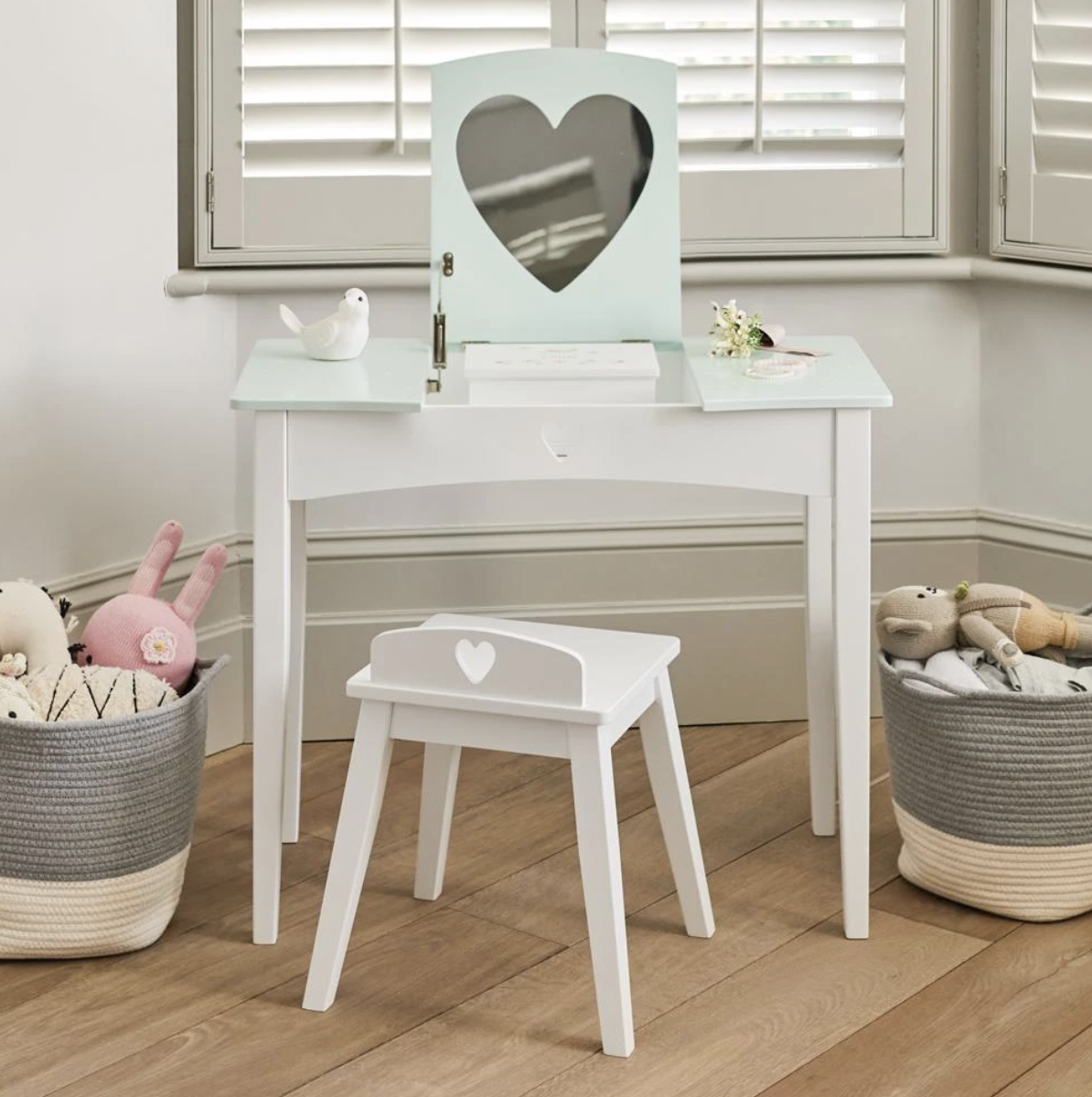 Sweetheart dressing table